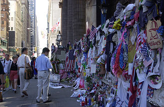 911 330px-FEMA_-_7107_-_Photograph_by_Lauren_Hobart_taken_on_09-12-2002_in_New_York