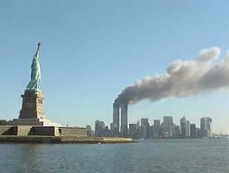 911 330px-National_Park_Service_9-11_Statue_of_Liberty_and_WTC_fire