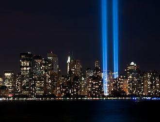 911 330px-Tribute_in_Light_-_11_September_2010_-_2