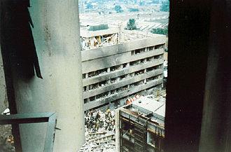 Kenia 330px-Us-embassy-nairobi-bombing-1998